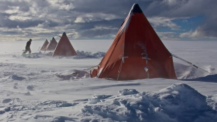 Ocean winds keep Australia dry and Antarctica cold